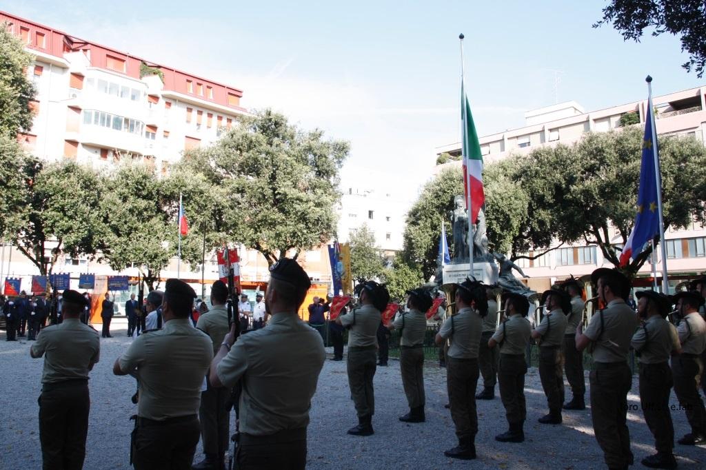 Foto Cerimonia alzabandiera