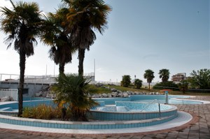 Apertura piscina Via TrevisoB 010.jpg