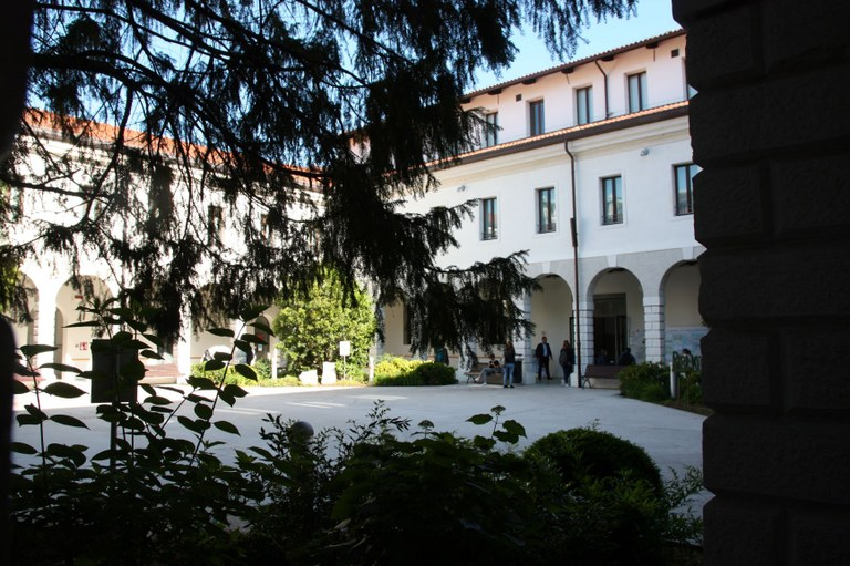Chiostro Biblioteca IMG_4514.JPG