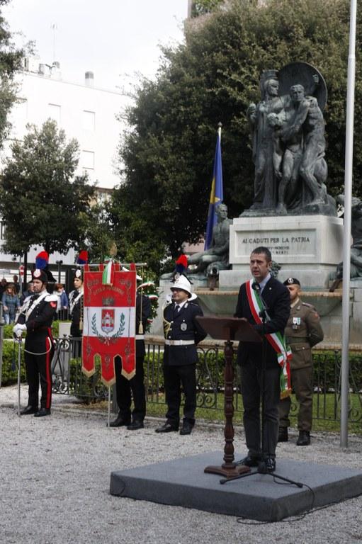 Cerimonia in piazzale Ellero