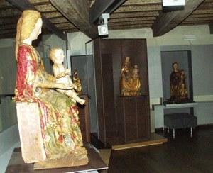 Collezione statue lignee (Palazzo Ricchieri).jpg