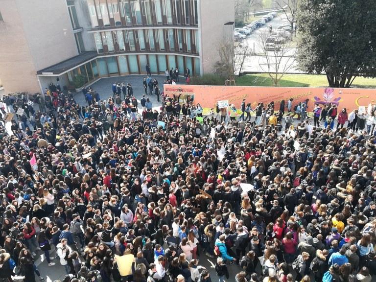 studenti_clima_sciopero_piazza_calderari.jpg