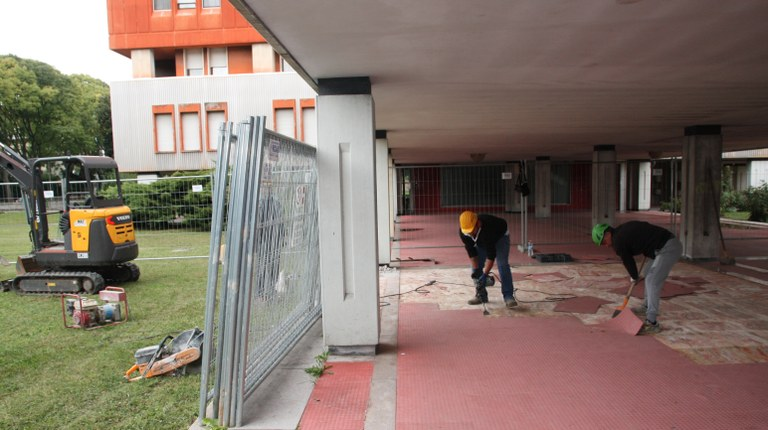 Foto La rimozione   della copertura del solaio