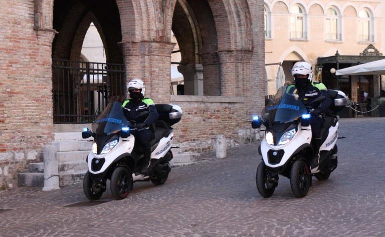 Polizia  Locale  ScooterB21 042.jpg