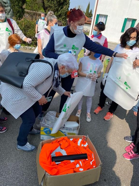 Distribuzione di sacchetti
