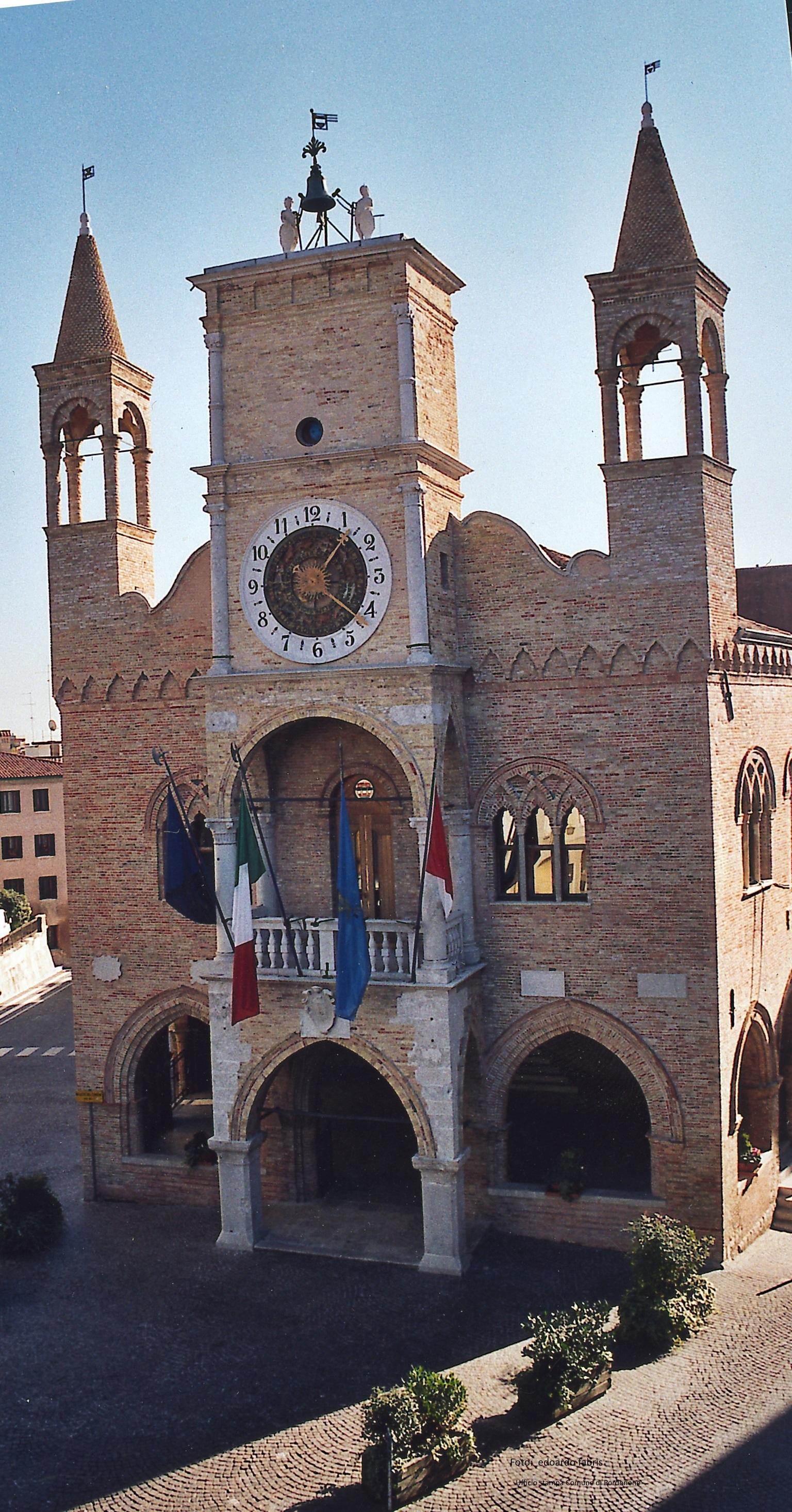 Municipio panoramica  Fab.jpg