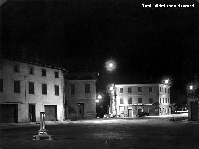 Piazza Borgo Meduna di notte - anni '60