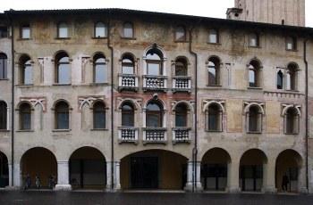 Facciata del museo civico d'arte di Pordenoe