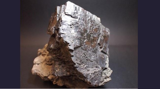 Un cristallo dai piedi di piombo